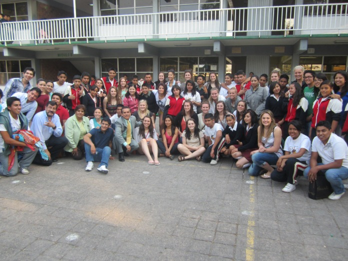 Group picture! All of the students and volunteers.