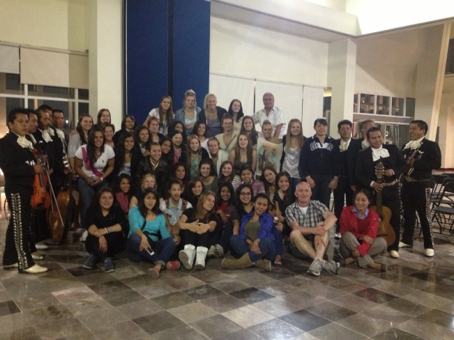 With the Pachuca women's soccer team and the marianets.
