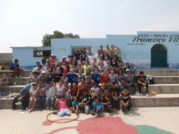 Group picture at the school.